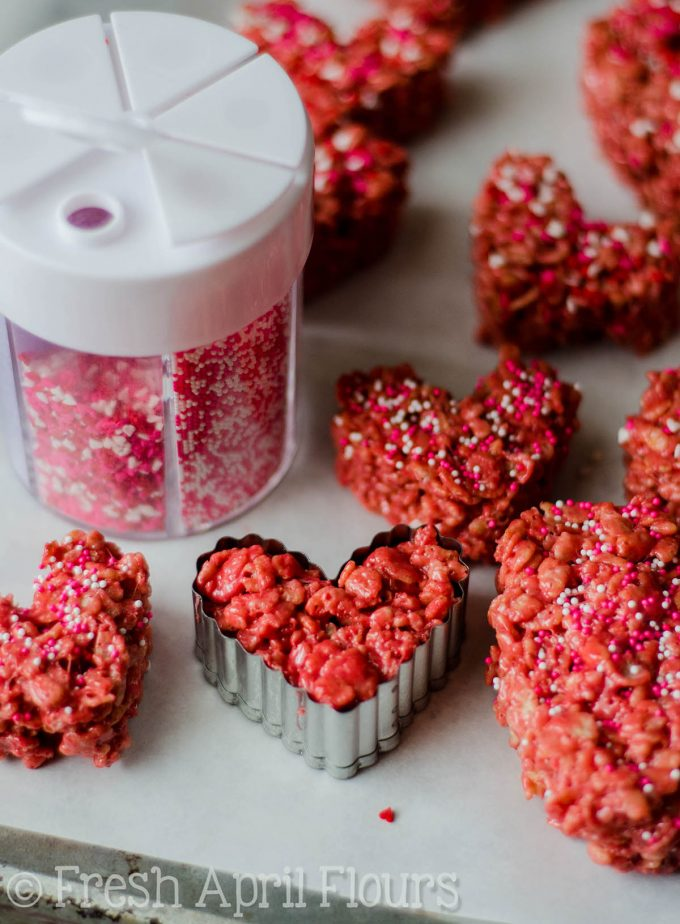 Red Velvet Rice Krispies Treats: Easy Rice Krispies treats made with red velvet cake mix. Perfect for your Valentine!