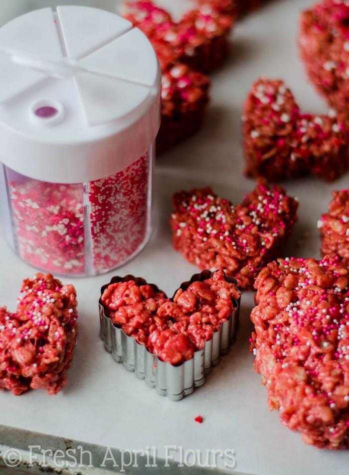 Red Velvet Rice Krispies Treats: Easy Rice Krispies treats made with red velvet cake mix. Perfect for your Valentine!