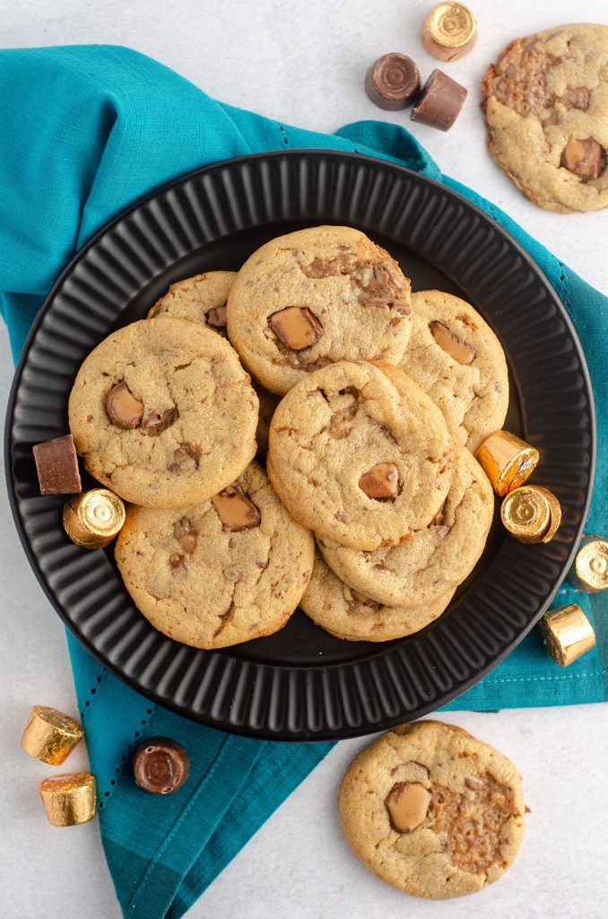 aerial photo of peanut butter rolo cookies on a black plate