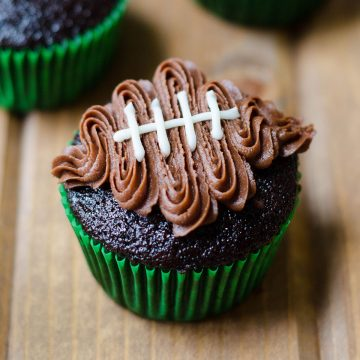 Football Cupcakes: Turn any cupcake into a touchdown treat with this easy tutorial and video!