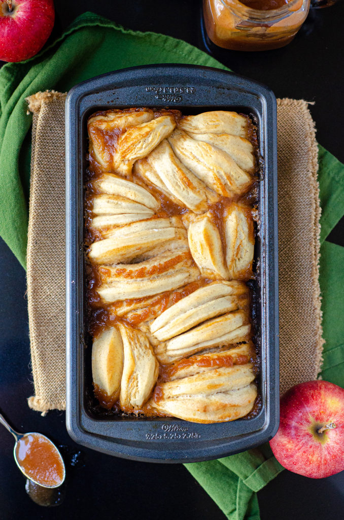 Apple Butter Pull-Apart Bread: Soft and fluffy pull-apart bread spiced with cinnamon and spread with homemade apple butter.