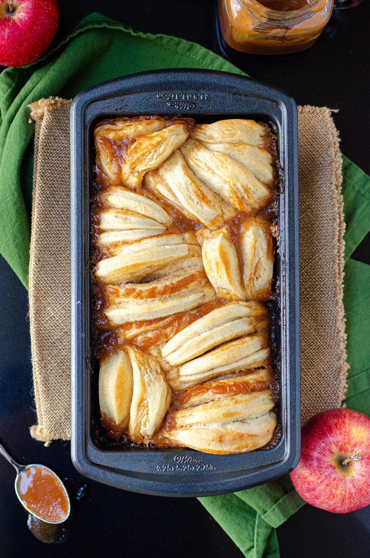 Soft and fluffy pull-apart bread spiced with cinnamon and spread with homemade apple butter.