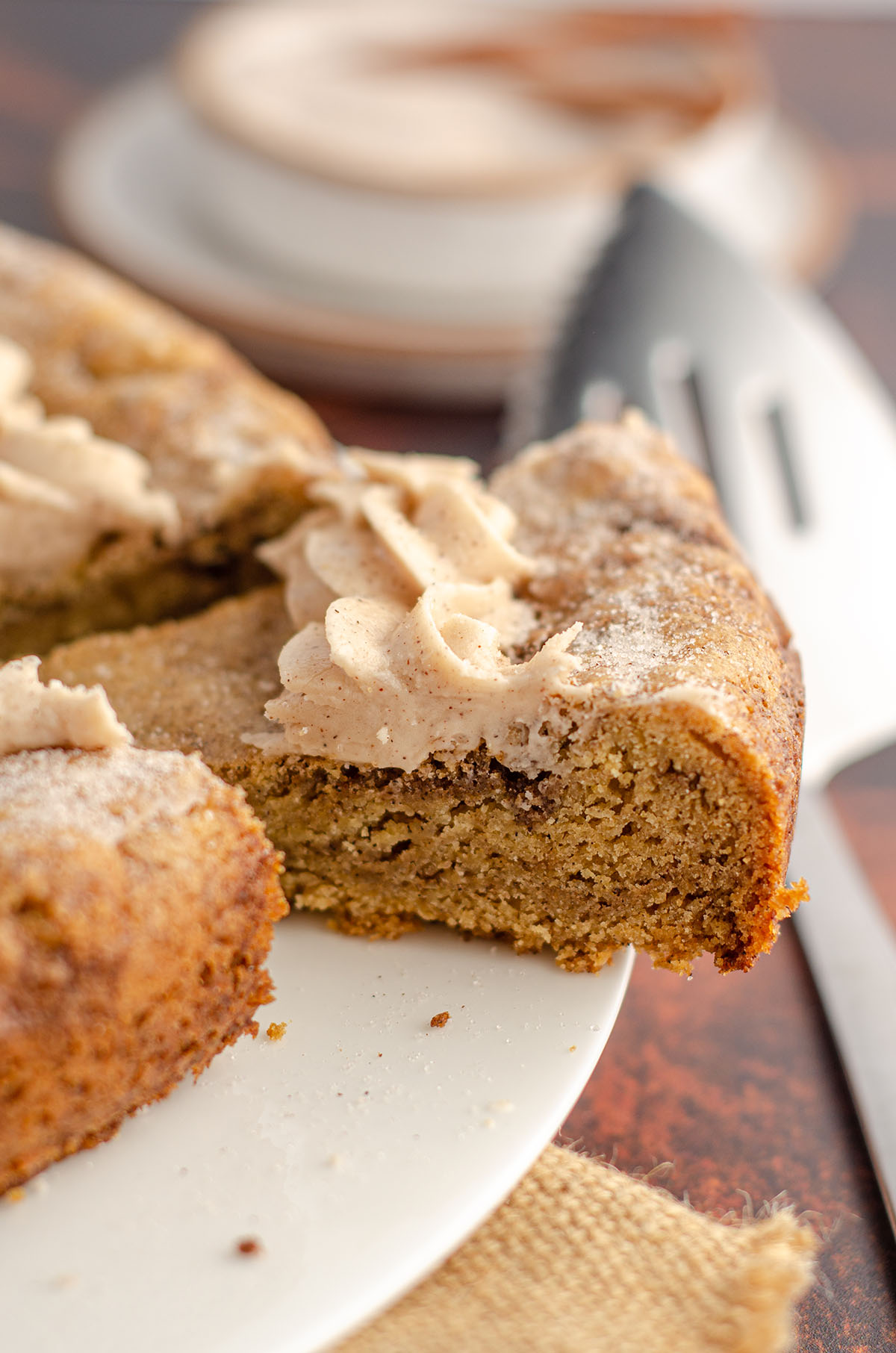 snickerdoodle cookie cake sliced ready to serve