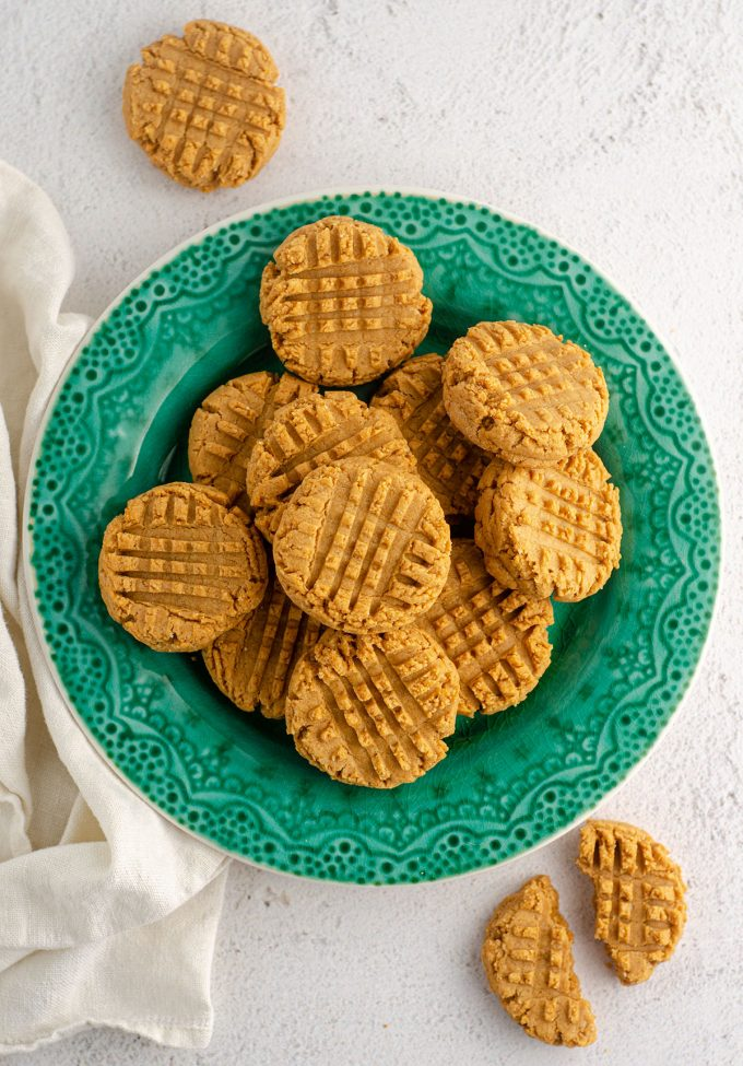 aerial photo of vegan and gluten-free peanut butter cookies sitting on a turquoise plate