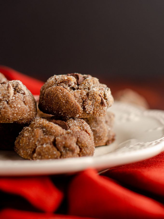 a white plate full of gingerbread chocolate cookies